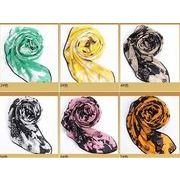 豊富な色選択ができるのプリントスカーフ