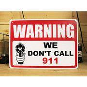 アメリカン雑貨 看板 プラスチックサインボード 撃ちますよ Warning/We Don't Call 911 CA-05