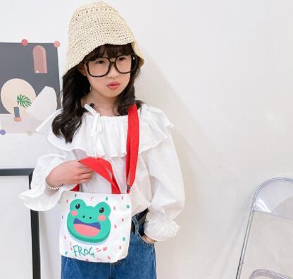 バッグ 鞄 カバン ハンドバッグ 斜め掛け キッズ 子ども かわいい アニメ 大容量 トレンド 人気